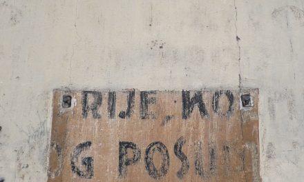 """Stari natpis na zgradi kazališta """"Mala scena"""""""
